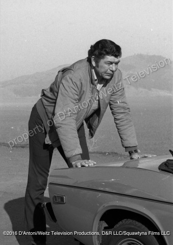 Claude Akins pushes broken down car