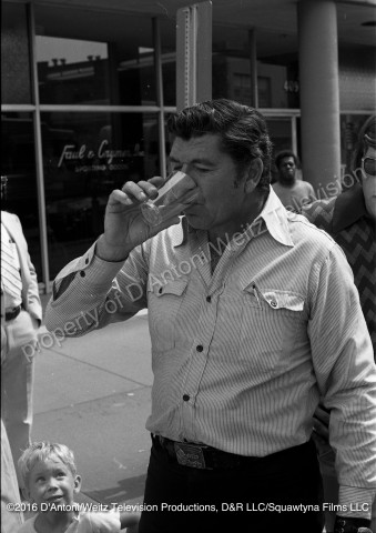 Claude Akins cools off